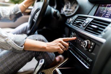 Autoradio aansluiten